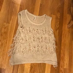 WILLOW & CLAY - medium fringe knit top (WORN ONCE)